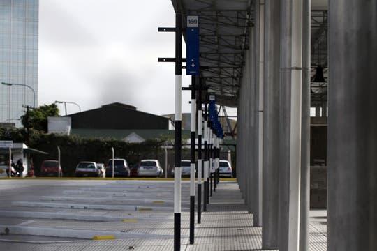 Una nueva terminal de ocho líneas de colectivos funcionará en en la esquina de la avenida Madero y Cecilia Grierson, donde empieza el barrio Puerto Madero. Foto: LA NACION / Emiliano Lasalvia
