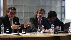 El senador Eric Calcagno, que preside la Comisión, junto a Santiago López Alfaro, ayer, en el Congreso