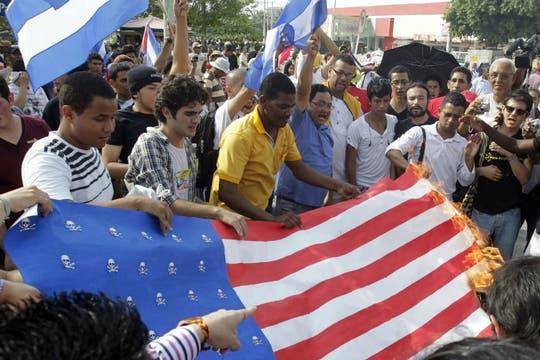 Protestas anti-estadounidenses en las afueras del complejo donde se desarrollaba en encuentro regional. Foto: EFE