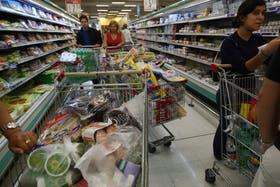 Cada vez que un cliente supere los $1000, en el supermercado deben hacerle una Factura B, donde figuran sus datos.