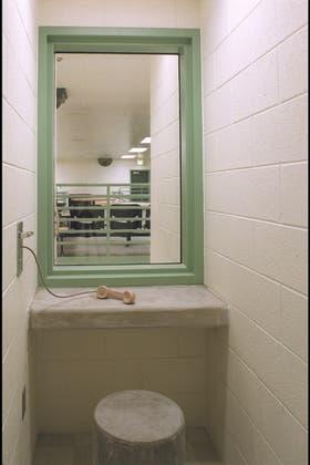 El contacto con el mundo exterior está reservado a pocos reclusos