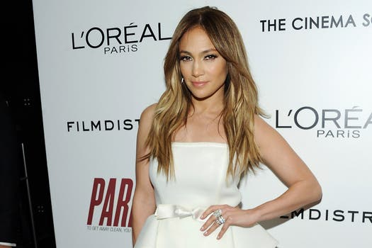 Jennifer López, con casi 44, la cantante luce una figura envidiable. Foto: AP