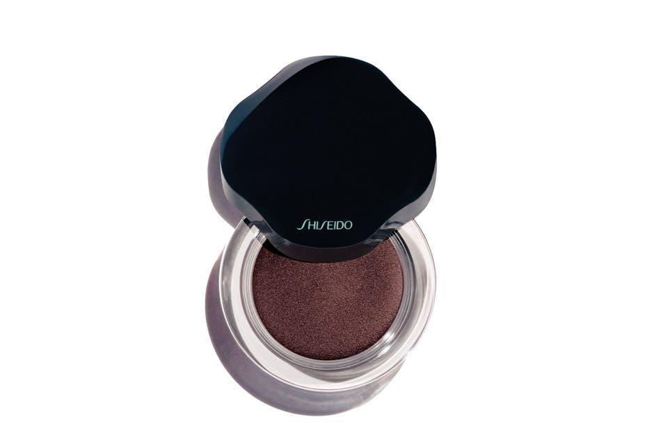 Shimmering Cream Eyecolor ($ 530, Shiseido).