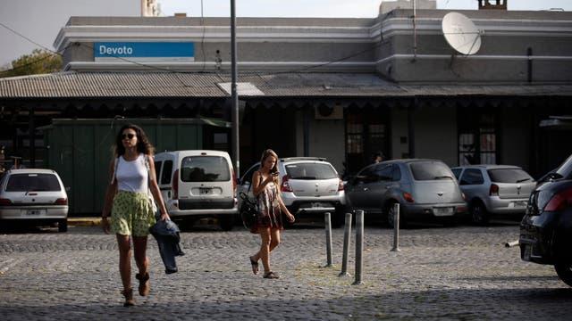 La estación Devoto del tren San Martín, un espacio semipeatonal. Foto: LA NACION / Daniel Jayo