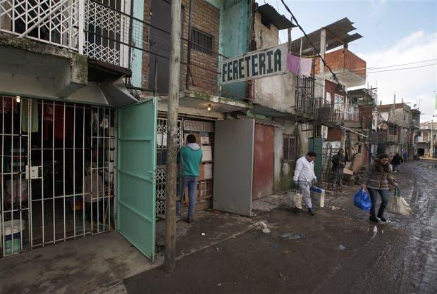 Las calles del barrio Cristo Obrero tienen hasta siete comercios en una cuadra