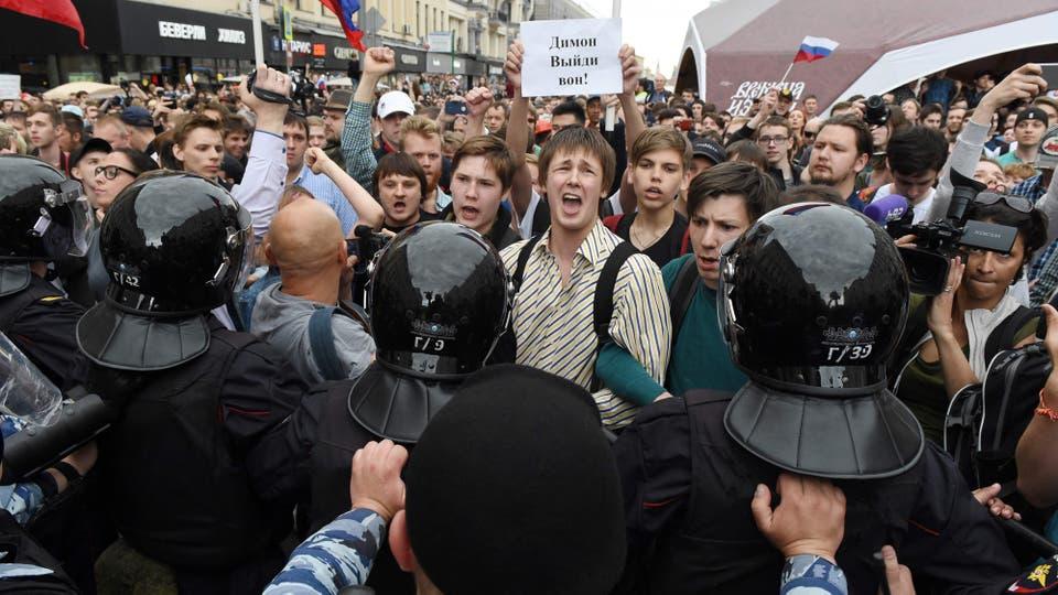 Decenas de miles de personas marcharon ayer en manifestaciones contra la corrupción en toda Rusia. Foto: AFP
