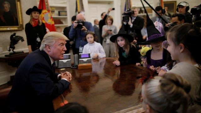 La desafortunada frase de Donald Trump ante un grupo de niños que celebraba Halloween