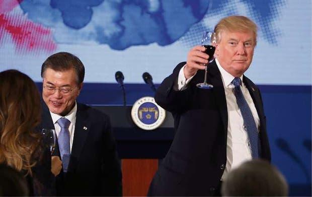 Brindis de Trump en Seúl, junto a su par surcoreano