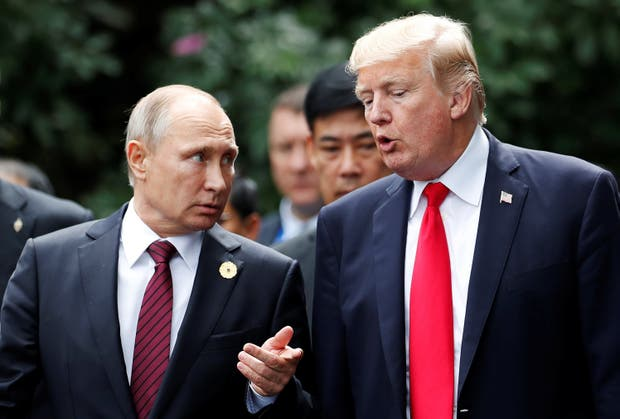Putin y Trump, ayer, en la ciudad vietnamita de Danang, durante la foto de todos los líderes de la cumbre