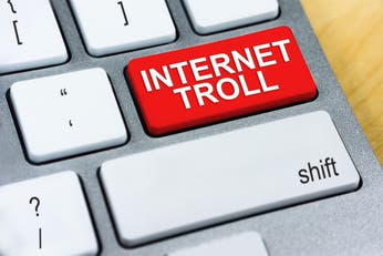 Cómo tratar con los trolls, el ruido de línea de Internet
