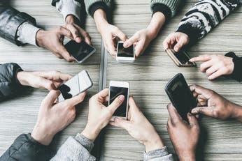 Crecen las propuestas para combatir la dependencia del teléfono