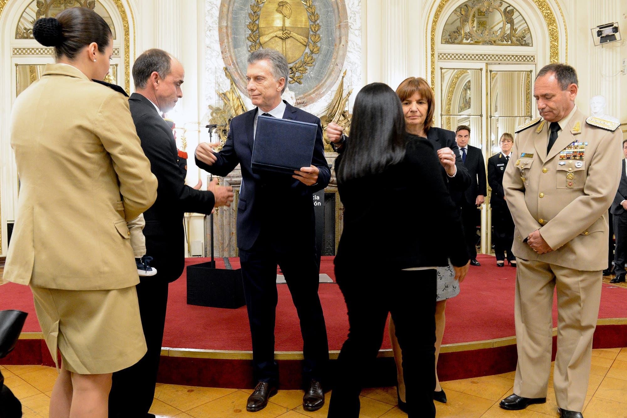 Resultado de imagen para Macri homenaje a agentes de seguridad caidos