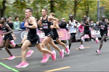 Así corrió Eliud Kipchoge: con las liebres marcándole el paso