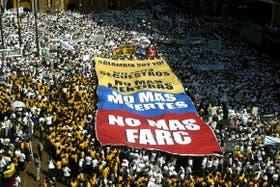 En febrero, un colombiano convocó por Internet a millones de personas para que marcharan contra las FARC