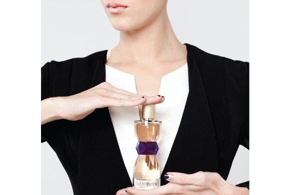 """Soberbia: El frasco """"haute couture"""" del nuevo Manifesto 90 ml (Yves Saint Laurent, $680) habla de su esencia elegante y sobria, para mujeres apasionadas por lo que hacen, audaces, valientes y poderosas.."""