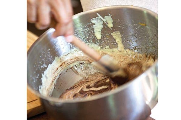 Los silpats se consiguen en casas de repostería, son ideales para hornear galletitas, ¡sin tener que enmantecar! pero si no tenés uno en casa, simplemente podés usar papel manteca. Foto: Victoria Schiopetto. Producción de Yamila Bortnik