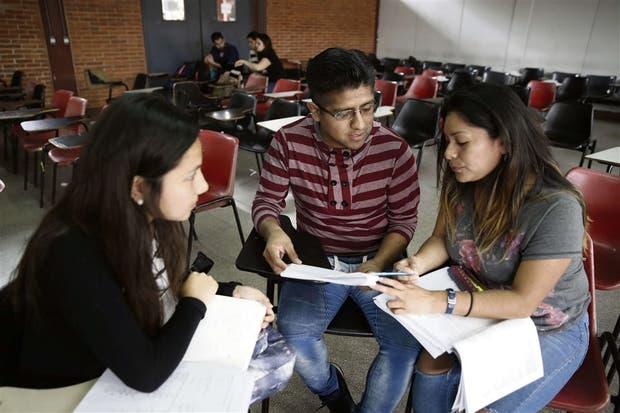 Hace siete años Walter Bernal vino de Perú a estudiar la carrera de contador público