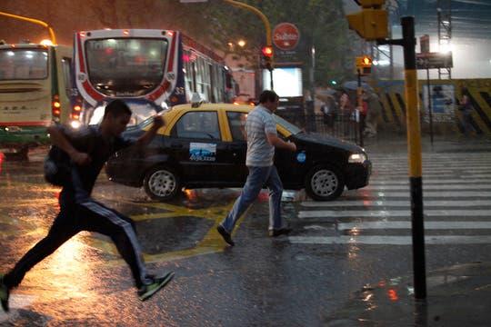 EL diluvio que cayó sobre Buenos Aires , provocó grandes trastornos en la ciudad. Foto: LA NACION / Ignacio Colo