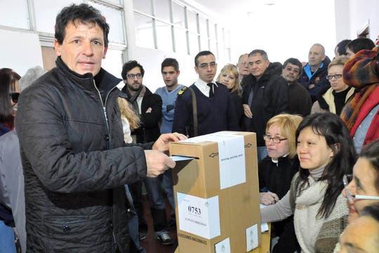 Juan.E.Curuchet votó despues del mediodia en la mesa 753 de la escuela provincial 206.. Foto: Télam