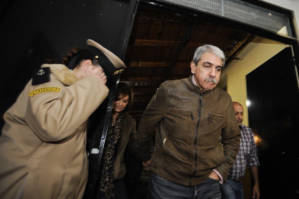 Aníbal Fernández luego de votar hizo algunas declaraciones a la prensa. Foto: DyN