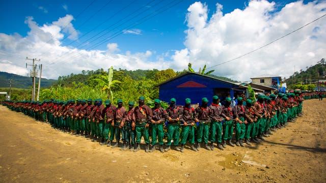 Miembros del Ejército Zapatista de Liberación Nacional (EZLN) brindan seguridad en La Garrucha, Chiapas