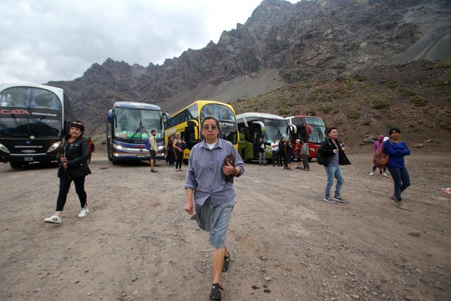 Siguen llegando personas desde varios puntos de la Argentina