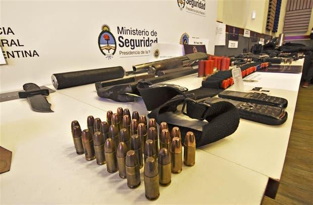 Los delincuentes contaban con muchas armas y municiones de guerra