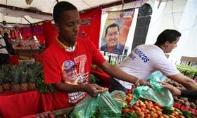 Chávez, omnipresente en un mercado de alimentos en Caracas