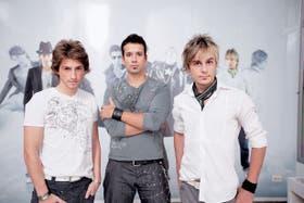 La imagen no es lo de menos, Jota (Juan Pablo Cecchi), Amador (Marcos Amadeo) y Juliano (Julián vila) juegan entre la magia y la pose de estrella del rock