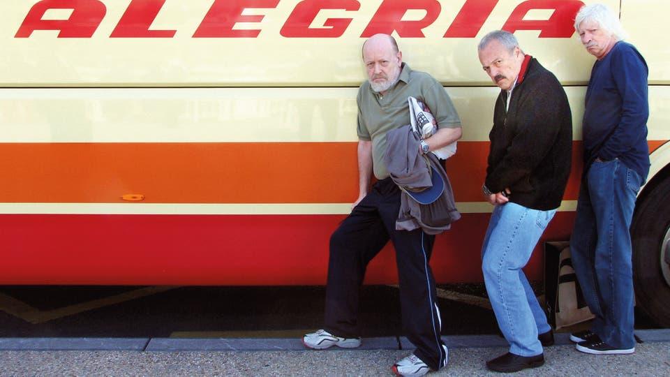 Marcos, Daniel y Puccio en Pamplona, abril de 2010: la felicidad de emprender un viaje en ómnibus. Foto: gentileza Planeta