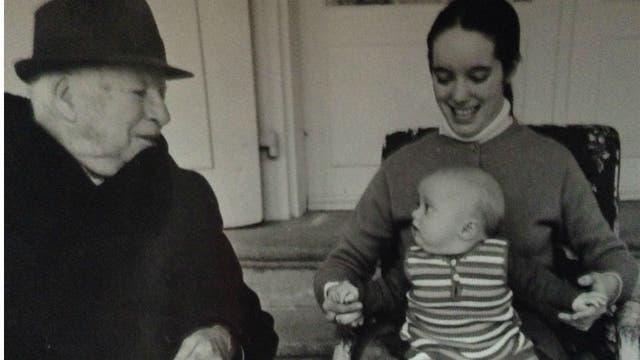 Chaplin, junto a su hija Victoria y su pequeña nieta Aurelia Thierree