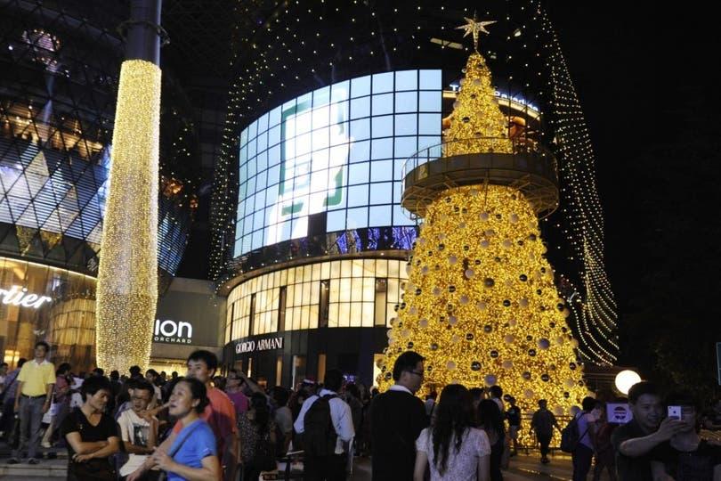 Compras de último momento para la Navidad en Singapur. Foto: AP
