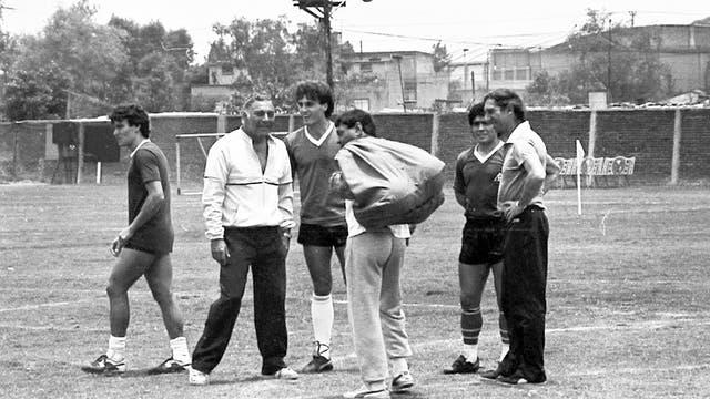 Clausen, el Profe Echevarría, Ruggeri, Galíndez, Maradona y Bilardo en la casa de la selección