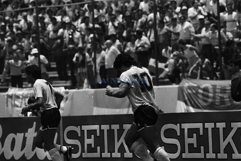 Festejo del gol en el 1-1 con los italianos. Foto: LA NACION / Antonio Montano