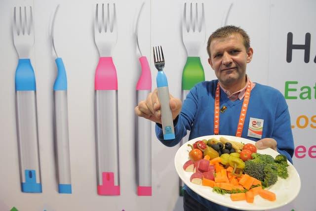 El HAPIfork, un tenedor inteligente que lleva un registro de los alimentos consumidos