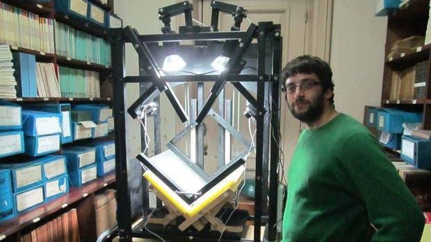 El prototipo de escáner comenzó con sus primeras pruebas en 2013 con el objetivo de digitalizar publicaciones del siglo XIX