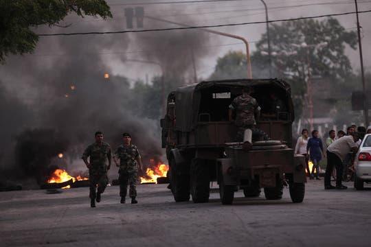 El ejército controla las protestas en la ciudad. Foto: LA NACION / Santiago Hafford