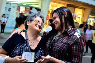 Mía Colussi milita por los derechos de la comunidad LGBT, de las personas con discapacidad, de la mujer y de los adultos mayores