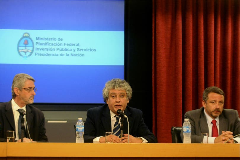 A la izquierda, el ahora ex secretario de Comunicaciones, Lisandro Salas