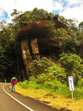 El comienzo oficial de la Gran Sabana está en el km 723, conocido como Piedra de la Virgen