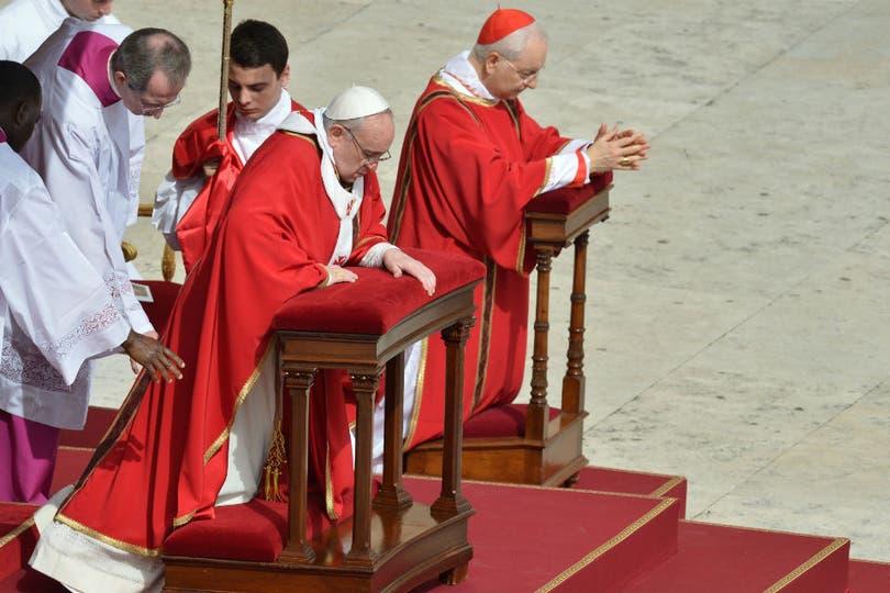"""Francisco denunció denunció """"guerras, violencias, conflictos económicos que se abaten sobre los más débiles"""". Foto: AFP"""