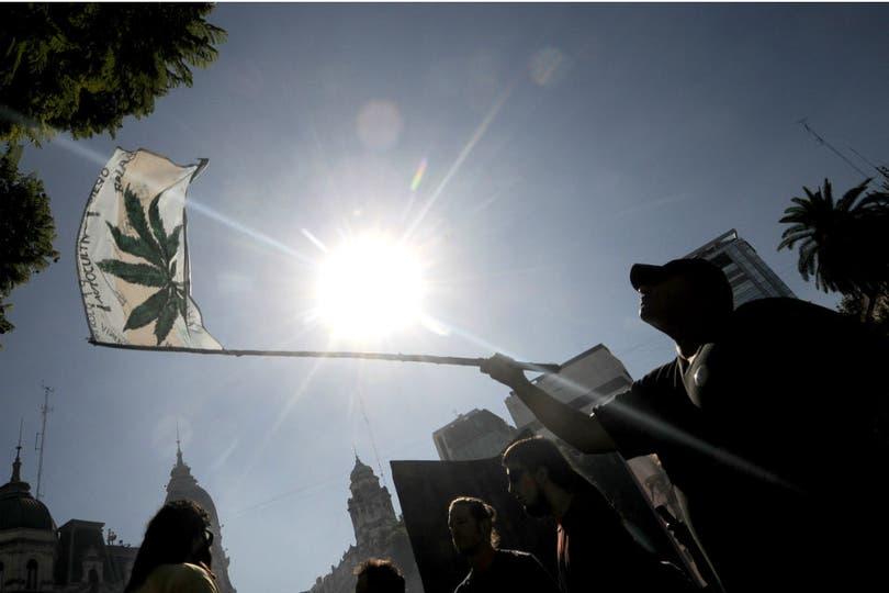 En Buenos Aires, la Marcha Mundial de la Marihuana se celebró en la Plaza de Mayo