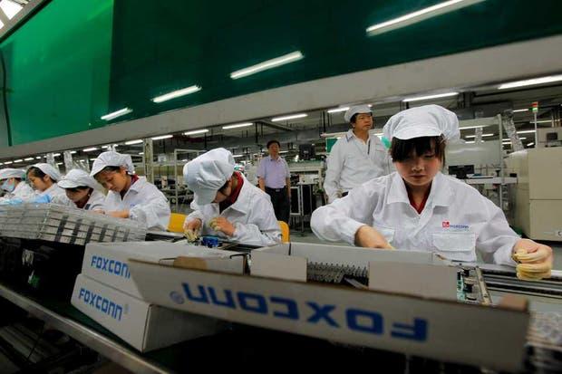 Una vista de la línea de producción de Foxconn en Shenzhen, China