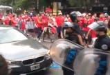 Argentina-Chile. La cobarde agresión de un hincha argentino en la llegada de los visitantes