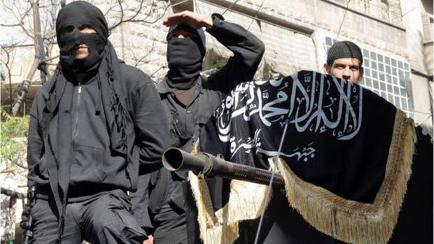 A Qatar se la acusa de apoyar a grupos como al Nusra, un afiliado de al Qaeda que combate en Siria