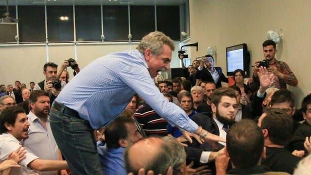 Dujovne anticipó en qué porcentaje deberán cerrar las paritarias 2018