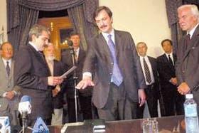 El ministro del Interior, Aníbal Fernández, tomó juramento ayer al interventor Pablo Lanusse en la casa de gobierno santiagueña