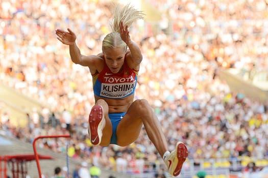El duelo mundialista en Moscú entre la local Darya Klishina y la eslovena Snezana Rodic. Foto: Reuters