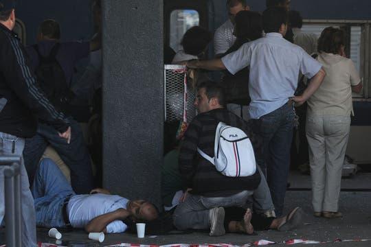 Un tren no logró frenar al llegar a la estación de Once, hay cientos de heridos y varios muertos. Foto: Télam