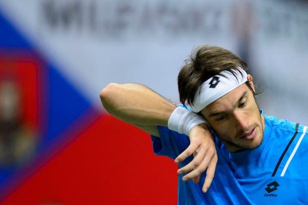 El correntino Leo Mayer le dio dura batalla pero cayó ante el checo Tomas Berdych.  Foto:AP